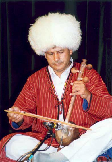 « دایرة المعارف زنده » ( بمناسبت ٨٥- مین سال تولد آتا آولیف ، کمانچه نواز معروف ترکمن )
